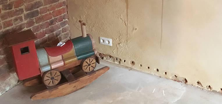 Humidité   Mur Intérieur à Traiter Contre Les Remontées Capillaires